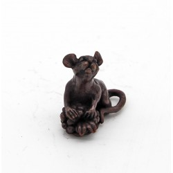 Bonsai mouse with berry